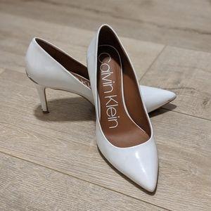 Calvin Klein Gayle Pump, Platinum White Patent, 7